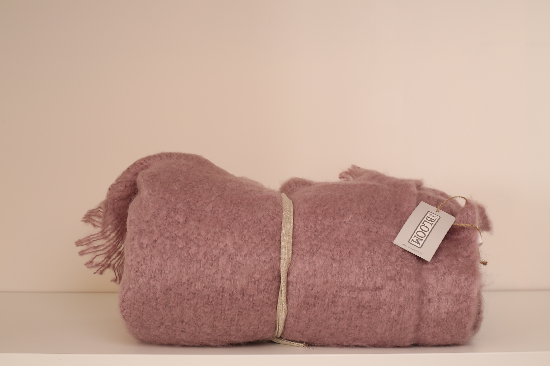 Kussen Oud Roze : Plaid mrs bloom oud roze zusenzo living